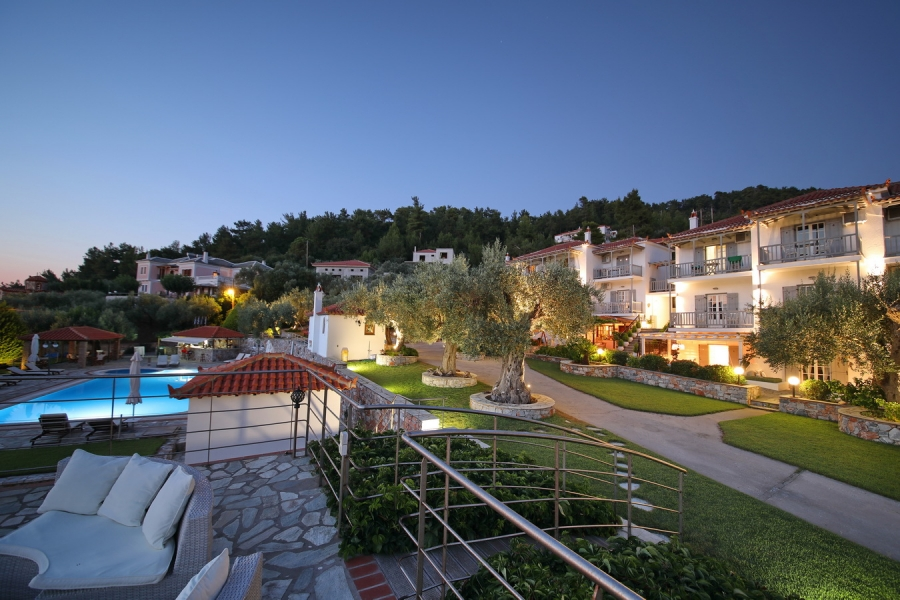Hotel Skopelos swimming pool free sunbeds umbrelas